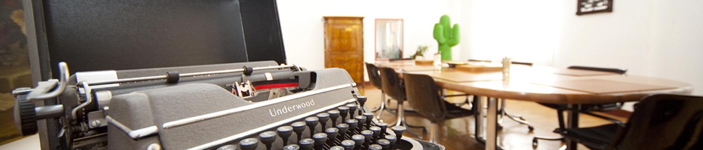 Sala riunioni dello Studio con vecchia macchina da scrivere Underwood